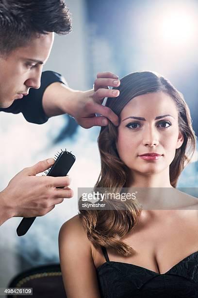 Attraktive Frau an der Haar-salon.