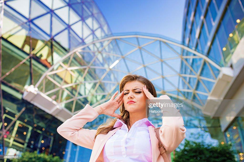Attractive young business woman : Bildbanksbilder
