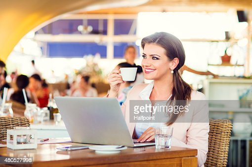 Attractive young businesswoman : Stockfoto