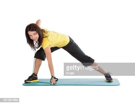 Attraente giovane donna con espansore di fitness stretching : Foto stock