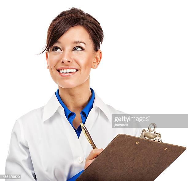 Séduisante jeune Travailleur médical avec le presse-papiers