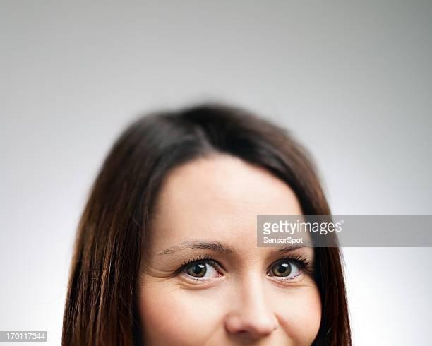 魅力的な若い女性