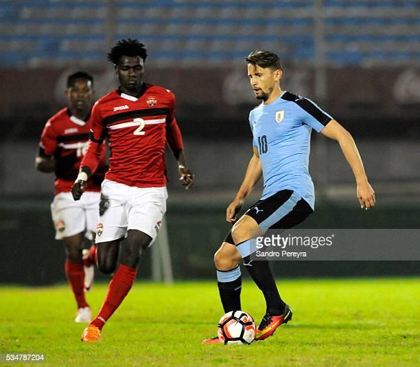 Aubrey David of Trinidad Tobago and Gaston Ramirez of Uruguay fight for the ball during an international friendly match between Uruguay and Trinidad...