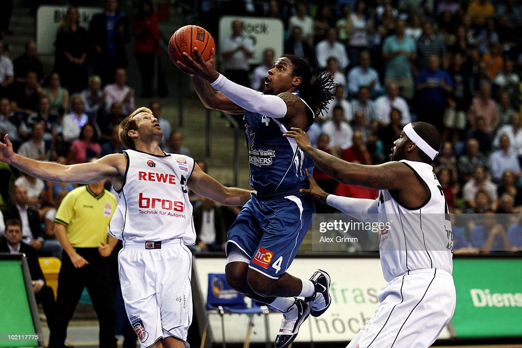 Aubrey Reese (C) of Frankfurt is challenged by John Goldsberry (L) and Elton Brown (R) of Brose Baskets during game four of the Beko Basketball Bundesliga play off finals between Deutsche Bank Skyliners and Eisbaeren Bremerhaven at the Ballsporthalle on June 15, 2010 in Frankfurt am Main, Germany.