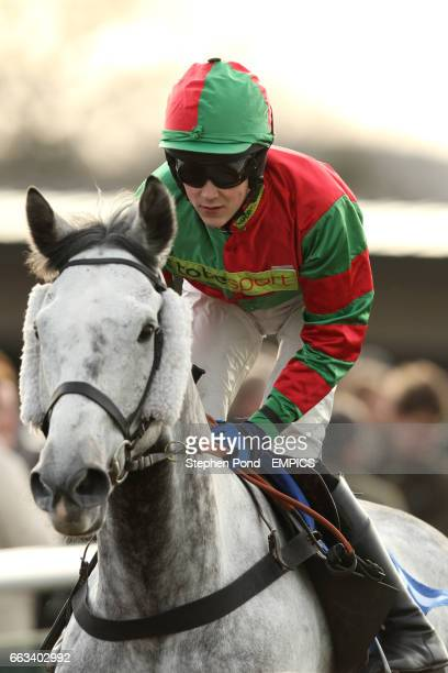 Auburn Grey ridden by James Davies before The totequadpot Roscoe Harvey Novices' Steeple Chase