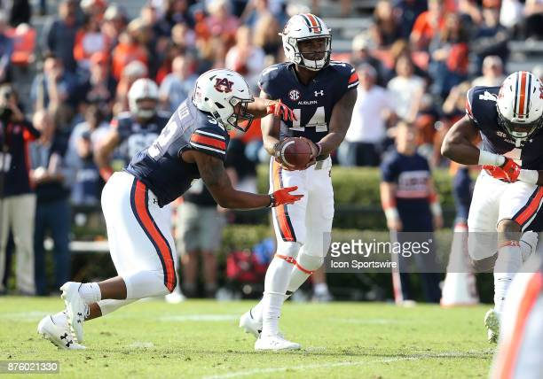 Auburn Tigers quarterback Malik Willis hands the ball to running back Malik Miller during a football game between the Auburn Tigers and the...