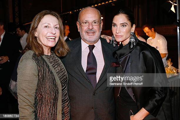 Auctioneer Daniella Luxembourg with Maurice Amon and his wife Tracey Amon Designer Alber Elbaz pays tribute to Cesar Baldaccini by an Evening PicNic...