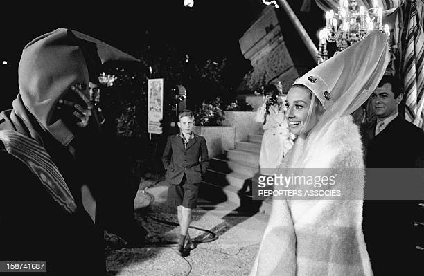 Audrey Hepburn and Tony Curtis during the shooting of movie 'Paris when it sizzles' directed by Richard Quine 1963 in Paris France