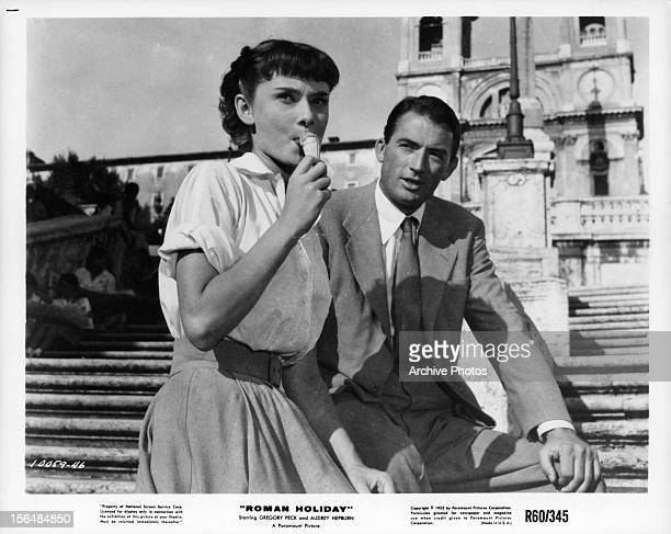 Audrey Hepburn eats gelato with Gregory Peck in a scene from the film 'Roman Holiday' 1953
