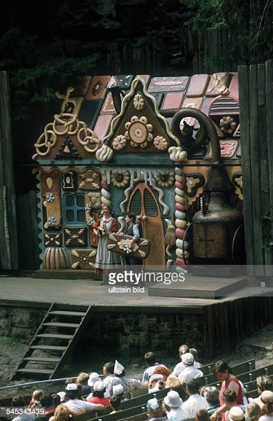 Aufführung der Oper 'Hänsel und Gretel' in der Felsenbühne Rathen 1998