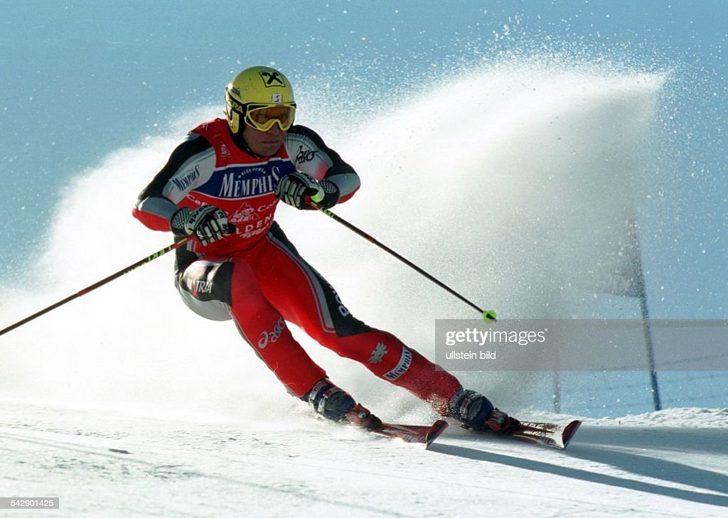 Auftakt des Ski-Weltcups 2000/2001 in Sölden am : Der alpine Skisportler <a gi-track='captionPersonalityLinkClicked' href=/galleries/search?phrase=Hermann+Maier&family=editorial&specificpeople=202464 ng-click='$event.stopPropagation()'>Hermann Maier</a> (Österreich) beim Riesenslalom der Herren. .
