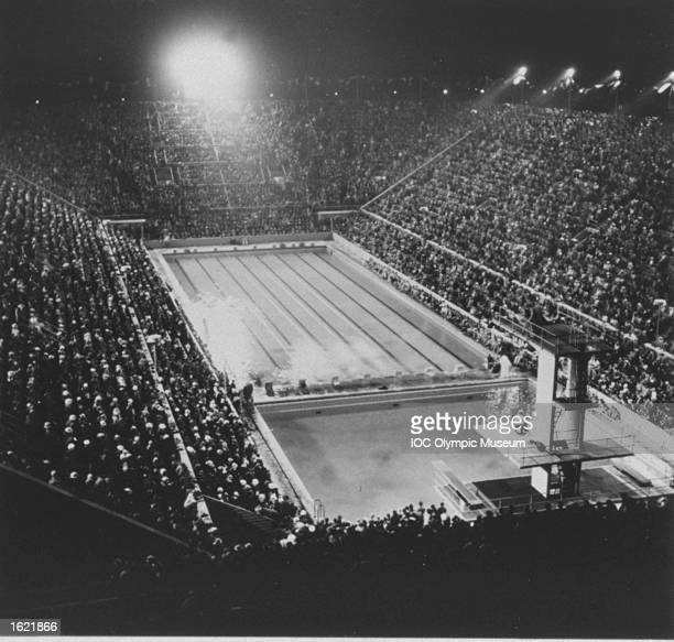 General view of the Closing Ceremony at the Olympic swimming pool after the 1936 Olympic Games in Berlin. \ Mandatory Credit: IOC Olympic Museum /Allsport