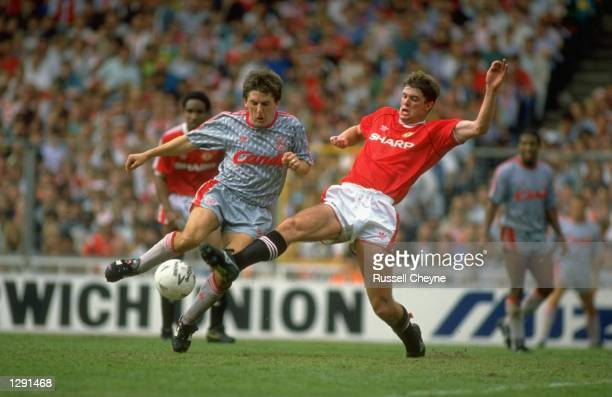 Peter Beardsley of Liverpool goea past Gary Pallister of Manchester United during the FA Charity Shield match at Wembley Stadium in London The match...