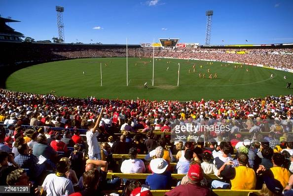 A general view of the Hawthorn Hawks v Sydney Swans AFL Round 22 match played at Waverley Park in Melbourne Australia This was the last AFL game at...