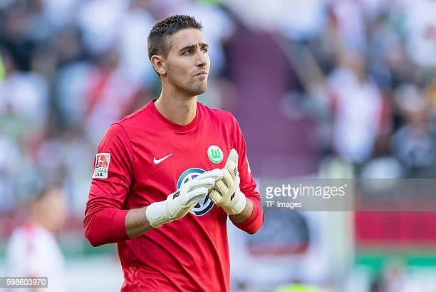 Augsburg Deutschland Bundesliga FC Augsburg VfL Wolfsburg Torwart Koen Casteels