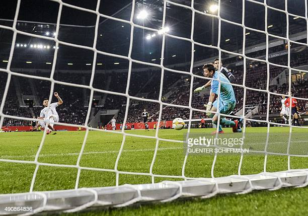 Augsburg's Argentinian striker Raul Bodadilla scores the first goal during the UEFA Europa League firstleg Group L football match FC Augsburg v FK...