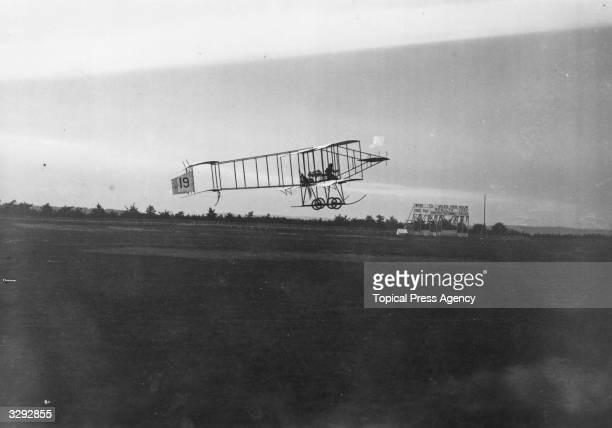 Blondeau in flight on Farman in the Lanark Aviation Meeting