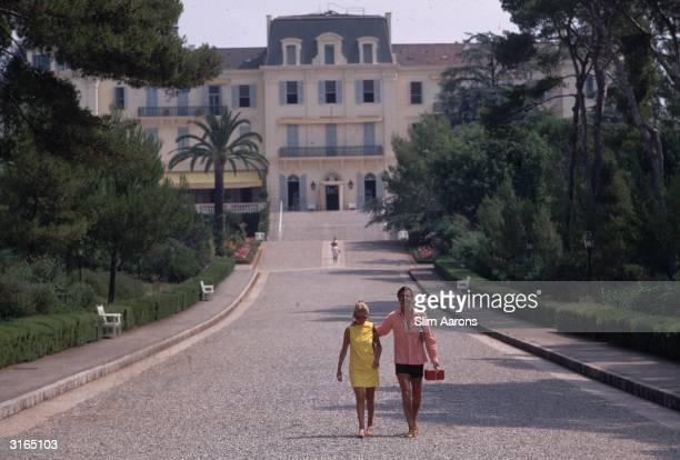 Actor Louis Jourdan and his wife Quiquie at the Eden Roc annex of the Hotel Du Cap D'Antibes on the French Riviera