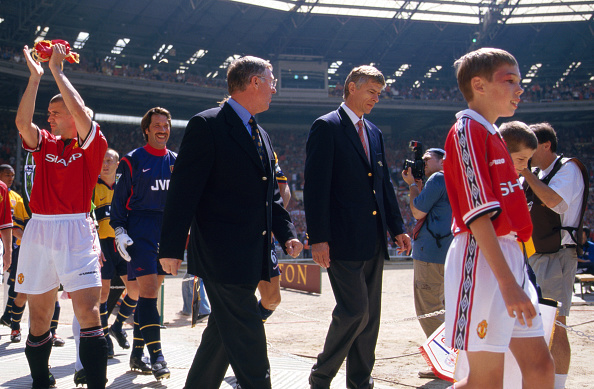 Football - 1998 Charity Shield : News Photo