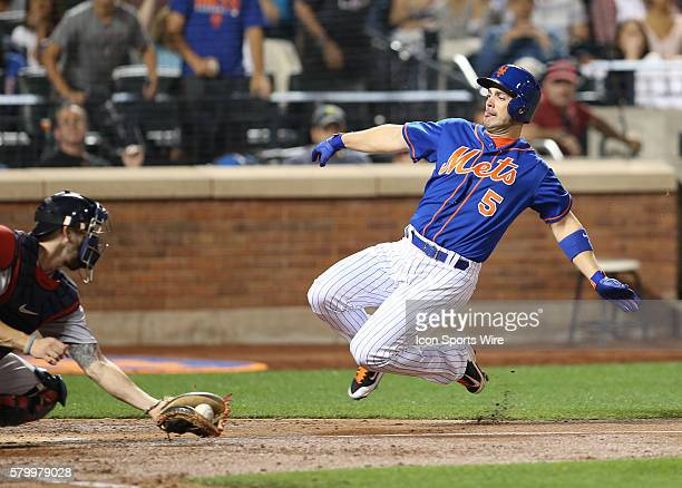 New York Mets Third base David Wright [4650] scores on a single by New York Mets First base Michael Cuddyer [2799] during the fifth inning of the...