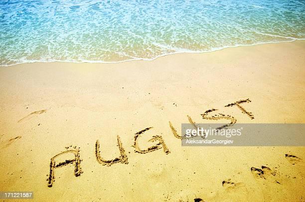 Agosto de escrito en la arena