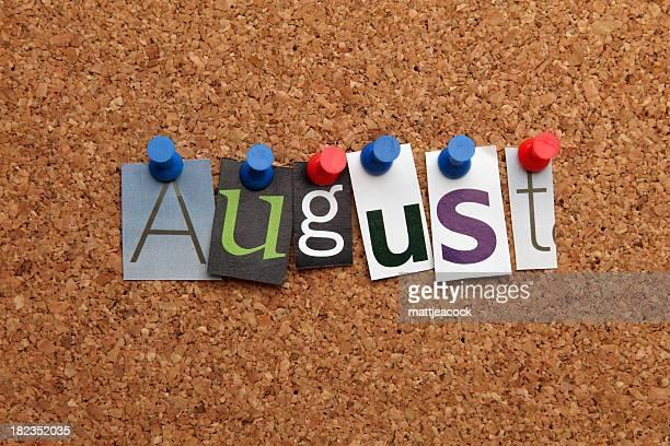 Agosto pinned en noticeboard