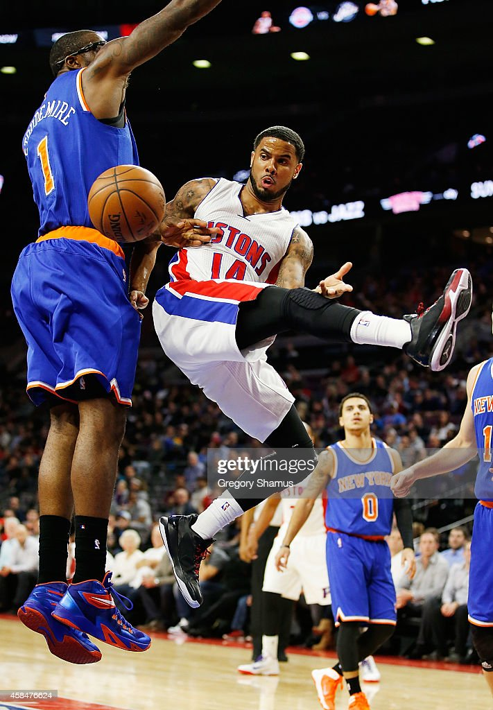 D.J. Augustin #14 of the Detroit Pistons passes around Amar'e Stoudemire #1 of the New York Knicks during the second quarter at the Palace of Auburn Hills on November 5, 2014 in Auburn Hills, Michigan.