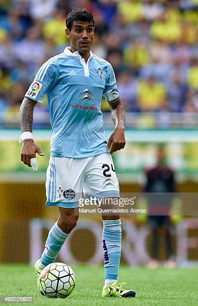 Augusto Matias Fernandez of Celta runs with the ball during the La Liga match between Villarreal CF and RC Celta de Vigo at El Madrigal Stadium on...