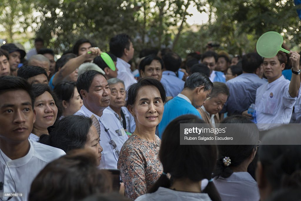 Aung San Suu Kyi looks out at the large crowd gathering to pay respects to Win Tin during his memorial service in Yay Way cemetery on April 23, 2014 in Yangon, Burma. The Burmese journalist who helped Aung San Suu Kyi launch a pro-democracy movement against the junta military regime, died April 21 in Rangoon.