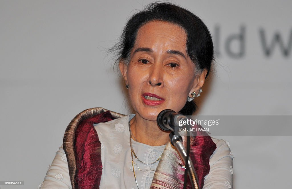 Aung San Suu Kyi , Myanmar's opposition leader, speaks during a press conference of The Global Development Summit, held on the sidelines of the 10th Special Olympics World Winter Games in Pyeongchang, about 180 km east of Seoul on January 30, 2013. The democracy leader and Nobel peace laureate was a guest of honour at the opening of the Special Winter Olympics in the northeastern mountain resort of Pyeongchang -- the site of the full 2018 Winter Games. AFP PHOTO / KIM JAE-HWAN