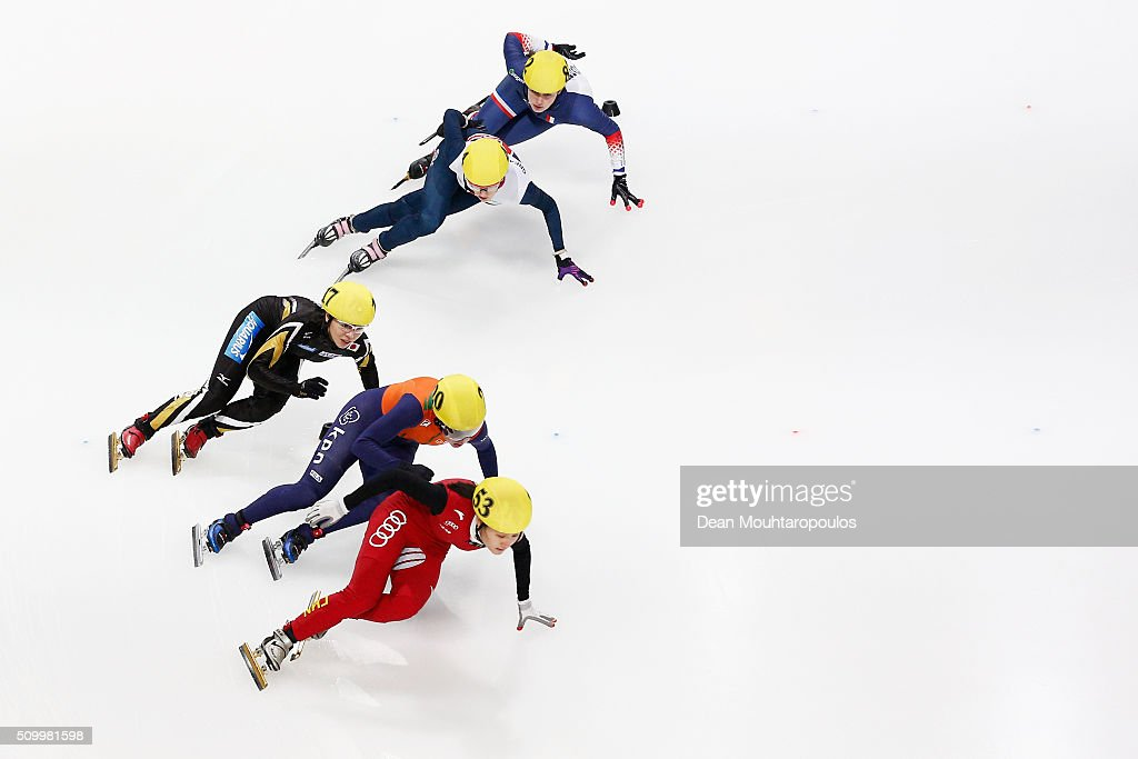 Aurelie Monvoisin of France, <a gi-track='captionPersonalityLinkClicked' href=/galleries/search?phrase=Elise+Christie&family=editorial&specificpeople=4113885 ng-click='$event.stopPropagation()'>Elise Christie</a> of Great Britain, <a gi-track='captionPersonalityLinkClicked' href=/galleries/search?phrase=Ayuko+Ito&family=editorial&specificpeople=4599291 ng-click='$event.stopPropagation()'>Ayuko Ito</a> of Japan, Lara Van Ruijven of the Netherlands and Hongshuang Li of China compete in womens 1000m quarter final during ISU Short Track Speed Skating World Cup held at The Sportboulevard on February 13, 2016 in Dordrecht, Netherlands.