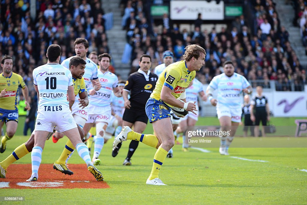 Aurelien Rougerie of Clermont breaks away to score a try during the French Top 14 rugby union match between Racing 92 v Clermont at Stade Yves Du Manoir on May 1, 2016 in Colombes, France.