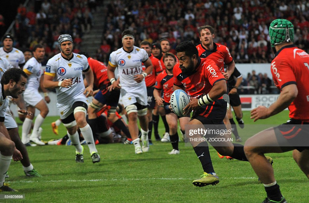 Aurillac's Samoan winger Robert Lilomaiava runs with the ball during the French Union Pro D2 rugby match Aurillac vs Mont-de-Marsan at the Jean Alric stadium in Aurillac, central France, on May 28, 2016.