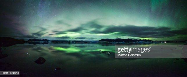 Aurora borealis over glacial lake : Stock Photo