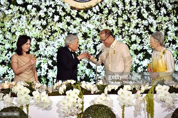 Aurora Corazon AquinoAbellada Emperor Akihito Philippines President Bengno Aquino and Empress Michiko toast glasses during the state dinner at the...