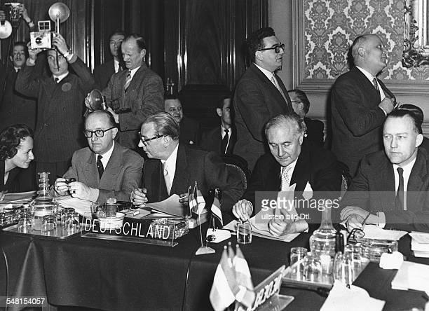 Aussenministerkonferenz der Montanunion in Brüssel auf der eine gemeinsame Haltung zur friedlichen Nutzung der Kernenergie angestrebt wird im Bild...