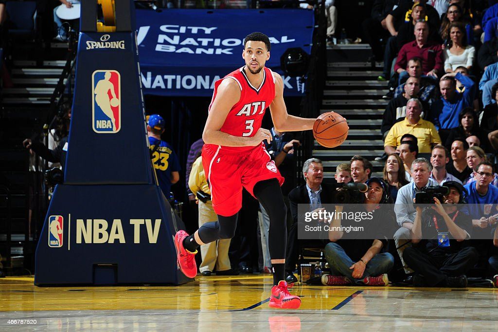 <a gi-track='captionPersonalityLinkClicked' href=/galleries/search?phrase=Austin+Daye&family=editorial&specificpeople=4682416 ng-click='$event.stopPropagation()'>Austin Daye</a> #3 of the Atlanta Hawks handles the ball against the Golden State Warriors on March 18, 2015 at ORACLE Arena in Oakland, California.
