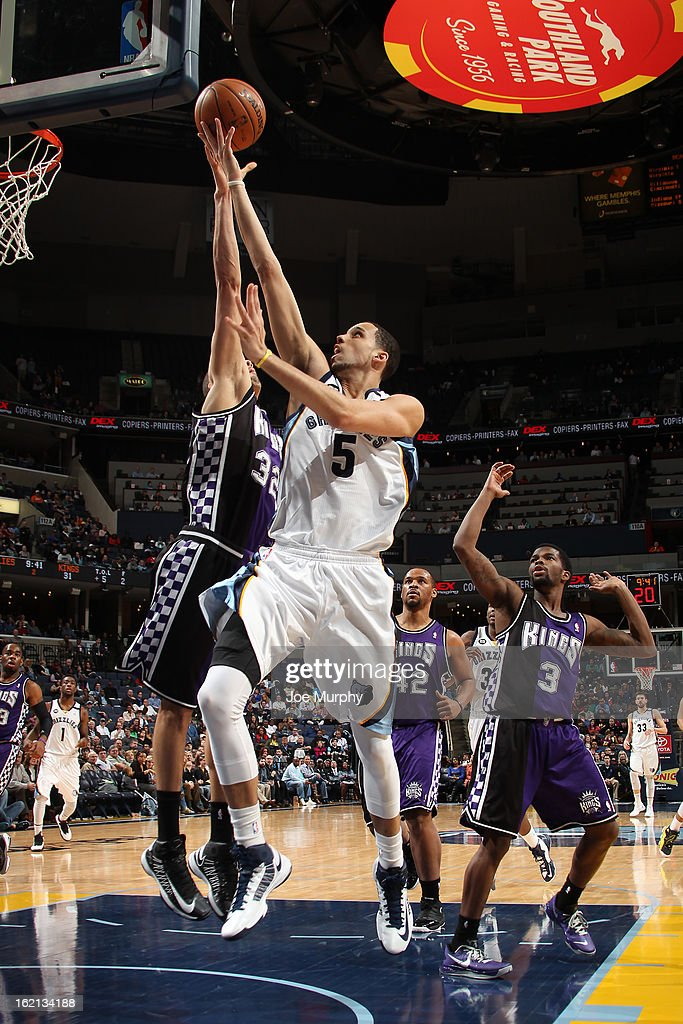<a gi-track='captionPersonalityLinkClicked' href=/galleries/search?phrase=Austin+Daye&family=editorial&specificpeople=4682416 ng-click='$event.stopPropagation()'>Austin Daye</a> #5 of the Memphis Grizzlies drives to the basket against the Sacramento Kings on February 12, 2013 at FedExForum in Memphis, Tennessee.