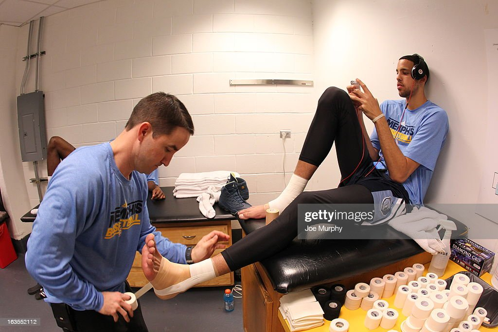 <a gi-track='captionPersonalityLinkClicked' href=/galleries/search?phrase=Austin+Daye&family=editorial&specificpeople=4682416 ng-click='$event.stopPropagation()'>Austin Daye</a> #5 of the Memphis Grizzlies gets taped before the game against the Miami Heat on March 1, 2013 at American Airlines Arena in Miami, Florida.