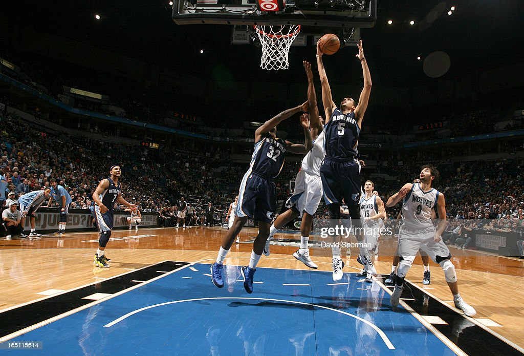 Austin Daye #5 of the Memphis Grizzlies goes to the basket during the game between the Memphis Grizzlies and the Minnesota Timberwolves on March 30, 2013 at Target Center in Minneapolis, Minnesota.