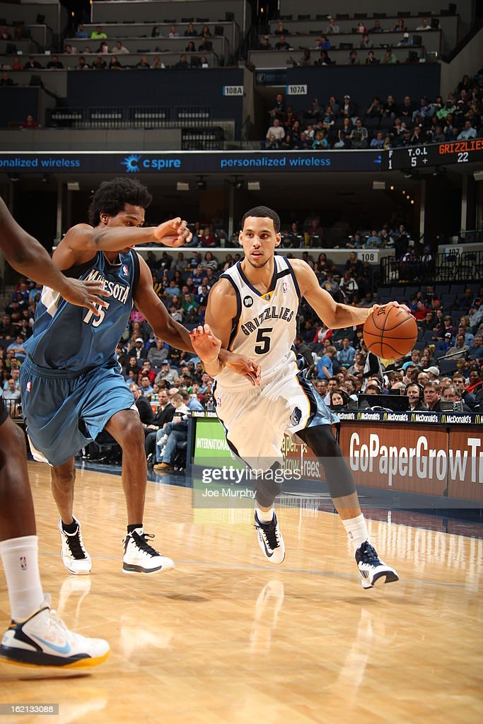 <a gi-track='captionPersonalityLinkClicked' href=/galleries/search?phrase=Austin+Daye&family=editorial&specificpeople=4682416 ng-click='$event.stopPropagation()'>Austin Daye</a> #5 of the Memphis Grizzlies handles the ball against the Minnesota Timberwolves on February 10, 2013 at FedExForum in Memphis, Tennessee.