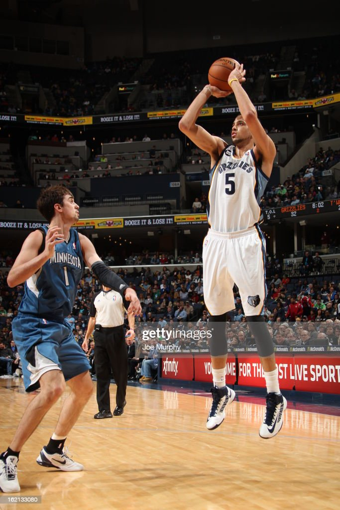 <a gi-track='captionPersonalityLinkClicked' href=/galleries/search?phrase=Austin+Daye&family=editorial&specificpeople=4682416 ng-click='$event.stopPropagation()'>Austin Daye</a> #5 of the Memphis Grizzlies shoots against the Minnesota Timberwolves on February 10, 2013 at FedExForum in Memphis, Tennessee.