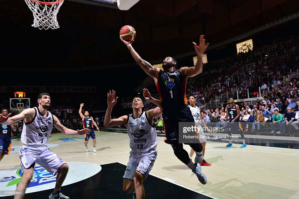 Austin Freeman of Acea competes with Simone Fontecchio of Granarolo during the LegaBasket of serie A match between Virtus Granarolo Bologna and Acea...