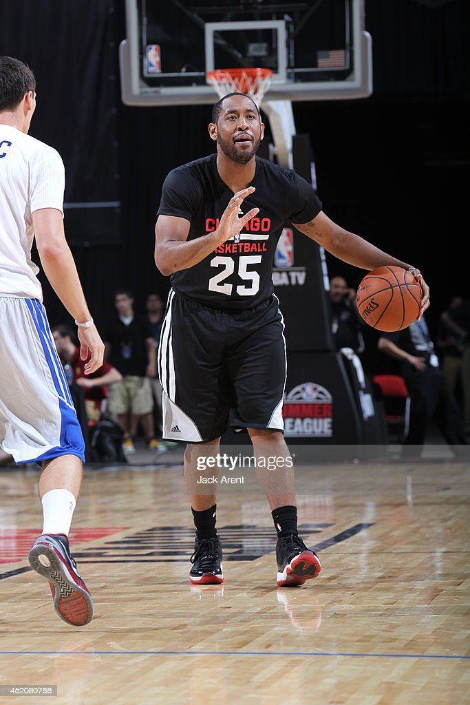 Austin Freeman of the Chicago Bulls dribbles the ball against the Los Angeles Clippers during the game at the Samsung NBA Summer League 2014 on July...