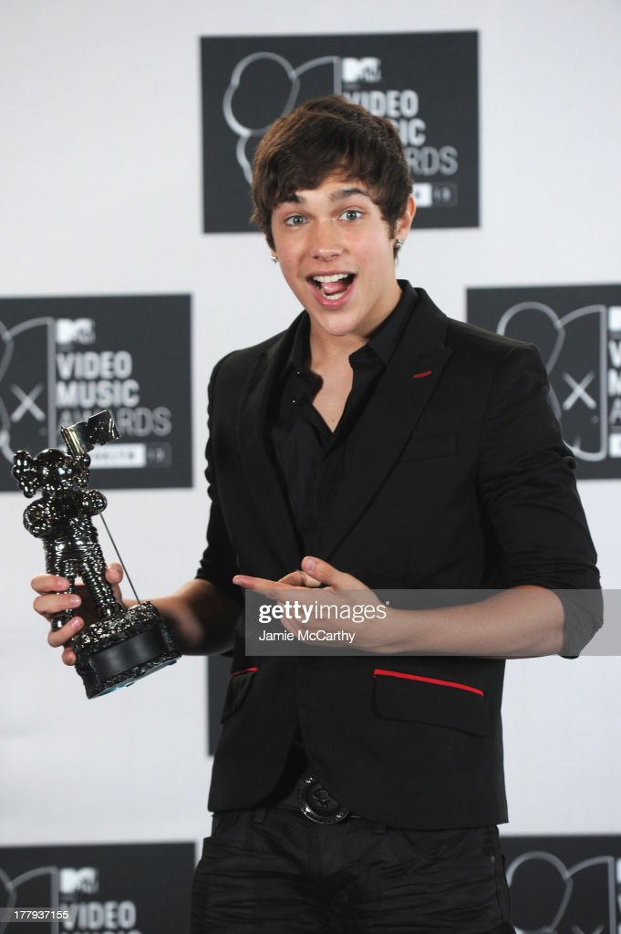 <a gi-track='captionPersonalityLinkClicked' href=/galleries/search?phrase=Austin+Mahone&family=editorial&specificpeople=9429678 ng-click='$event.stopPropagation()'>Austin Mahone</a> attends the 2013 MTV Video Music Awards at the Barclays Center on August 25, 2013 in the Brooklyn borough of New York City.