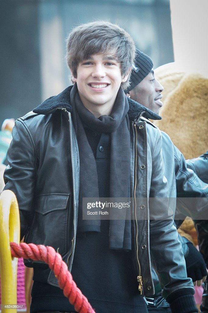 <a gi-track='captionPersonalityLinkClicked' href=/galleries/search?phrase=Austin+Mahone&family=editorial&specificpeople=9429678 ng-click='$event.stopPropagation()'>Austin Mahone</a> attends the 87th annual Macy's Thanksgiving Day parade on November 28, 2013 in New York City.