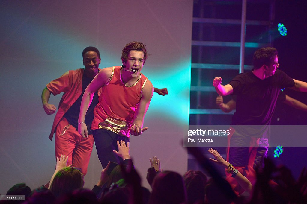 <a gi-track='captionPersonalityLinkClicked' href=/galleries/search?phrase=Austin+Mahone&family=editorial&specificpeople=9429678 ng-click='$event.stopPropagation()'>Austin Mahone</a> performs at Orpheum Theater on March 7, 2014 in Boston, Massachusetts.