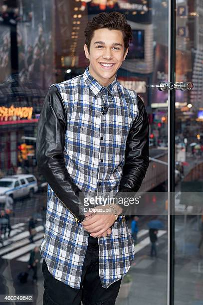 Austin Mahone visits 'Extra' at their New York studios at HM in Times Square on December 10 2014 in New York City