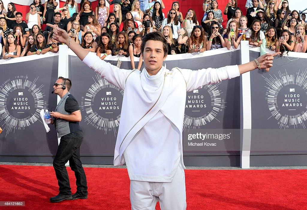Austin Mahone was dared by fans to enter the MTV VMA Red Carpet in a parade of Mahomies as part of the 5® gum TRUTH OR DARE challenge at The Forum on...