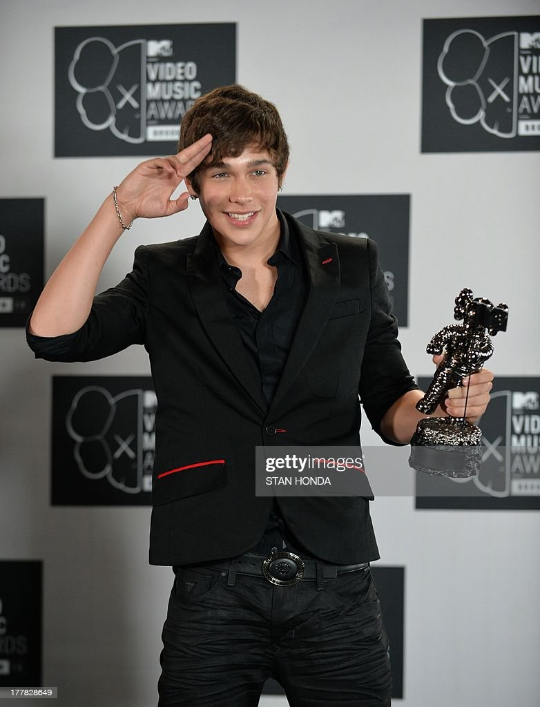 <a gi-track='captionPersonalityLinkClicked' href=/galleries/search?phrase=Austin+Mahone&family=editorial&specificpeople=9429678 ng-click='$event.stopPropagation()'>Austin Mahone</a>, winner of the Artist to Watch award at the MTV Video Music Awards August 25, 2013 at the Barclays Center in New York. AFP PHOTO/Stan HONDA